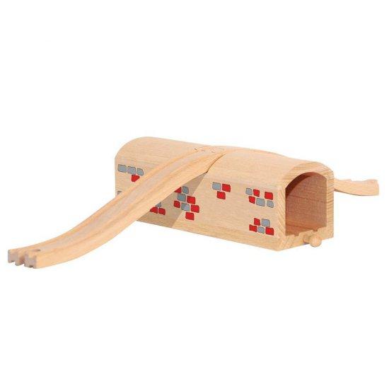 Дървен тунел с релса за пресичане за влакче
