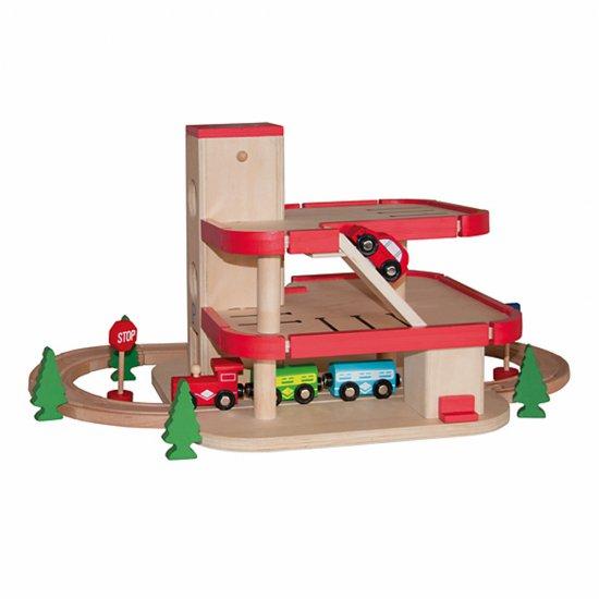 Дървено влакче с релси и паркинг