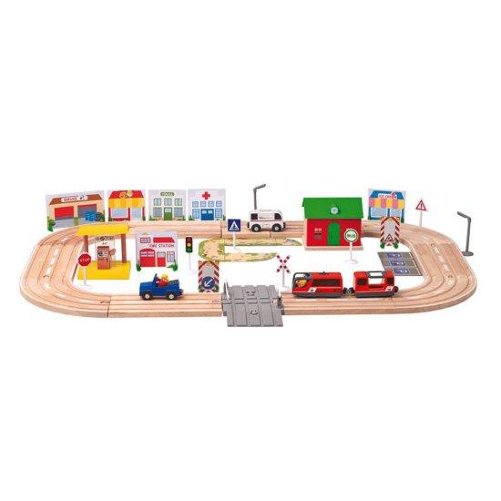 """Дървен комплект с влакче и колички """"Град"""", локомотив с батерия"""