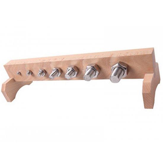 Болтове и гайки с дървена стойка - Монтесори материали